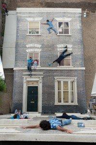 L'art de grimper au mur... dans divers dalston-house-by-leandro-erlich1-199x300